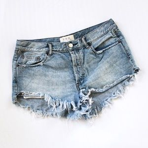 FREE PEOPLE WE THE FREE • MID DENIM CUTOFF SHORTS